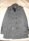 Пальто мужское демисезонное с двубортной застежкой на пуговицы