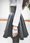 потрясающая кожаная юбка с шипами