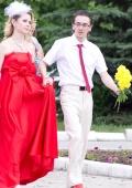 Свадебное платье и перчатки.