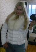 Куртка с большим белым воротником