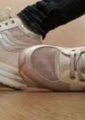 Кроссовки на высокой пятке