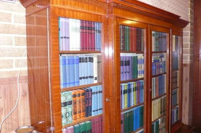 Cтаринный книжный шкаф с библиотекой. в москве / купить, узн.