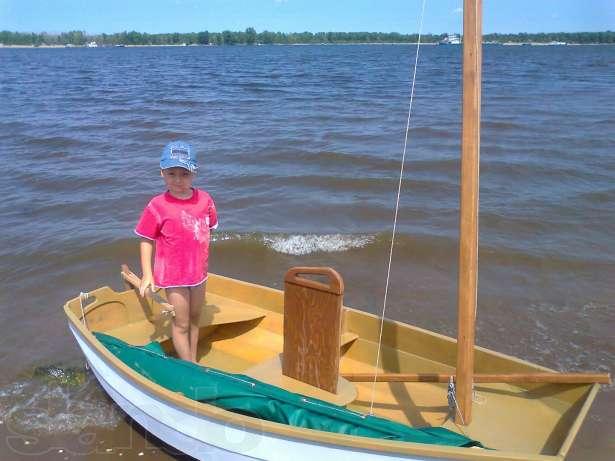 парус на рыбацкой лодке