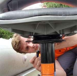 как закрепить кресло в лодке